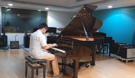 Shawn Hui playing piano