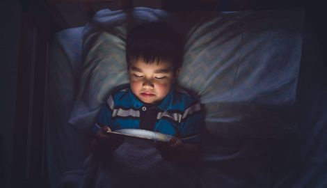 child on device at night